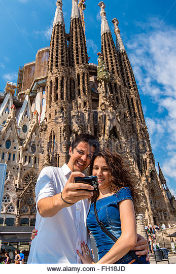 young-caucasian-couple-taking-a-selfie-with-a-camera-in-front-of-the-fh18jd