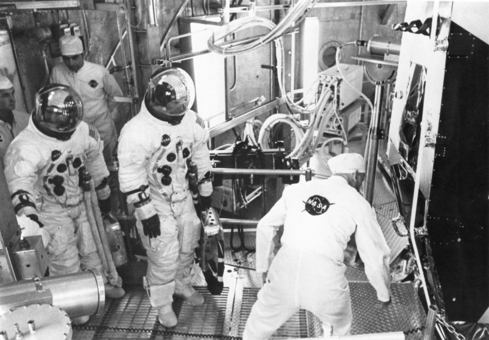 apollo_11_bu_crew_lovell_haise_lm_alt_test_mar_20_1969_ap11-69-h-548hr
